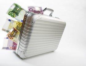 Geld vor der Steuer ins Ausland schaffen